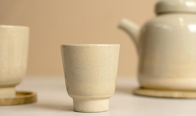 kinta teacup on foot